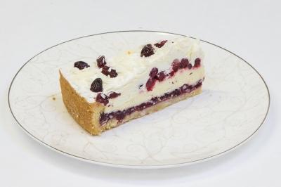 Торт брусничный с белым шоколадом